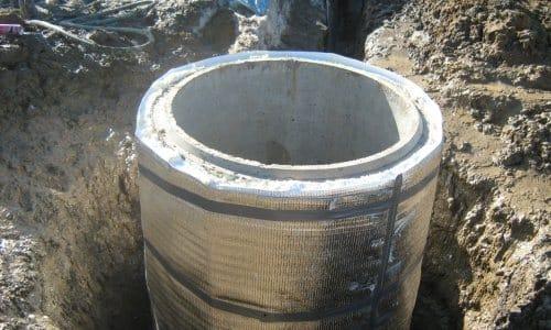 Утепление гидротехнического сооружения своими руками на улице делается вне зависимости от региона, т. к. вода в колонне все равно поднимается на поверхность, где подвергается воздействию низких температур
