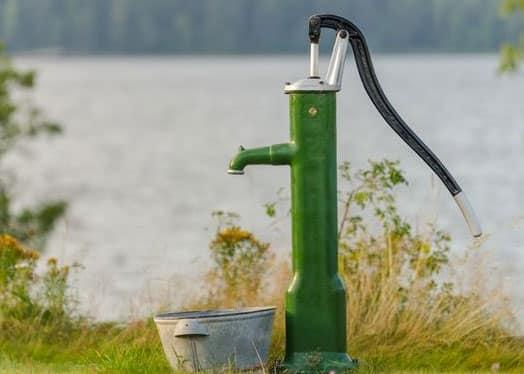 Ручной насос на скважину - замена центрального водоснабжения