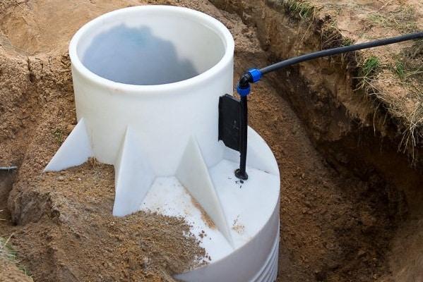 Во избежание деформации стенок кессона под весом грунта, необходимо сделать обратную засыпку из сухой цементно-песчаной смеси